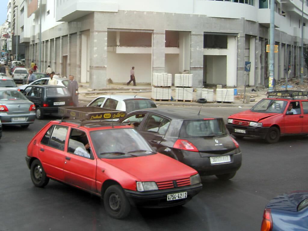 Conduire au Maroc - Petits taxis rouges de Casablanca