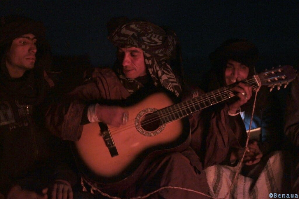 Bédouin Saharaoui à la guitare - Sahara Marocain