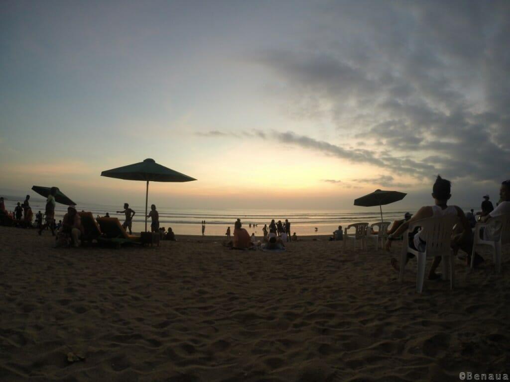 Couché de soleil sur la plage de Kuta - Bali en Indonésie
