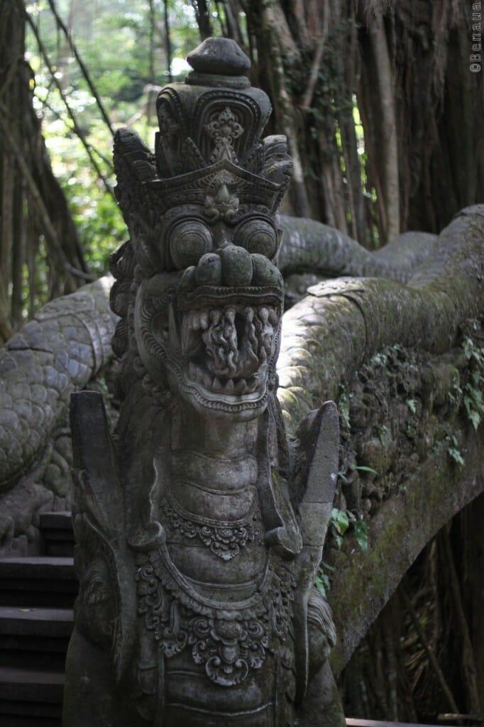 Statue dans la Monkey Forest