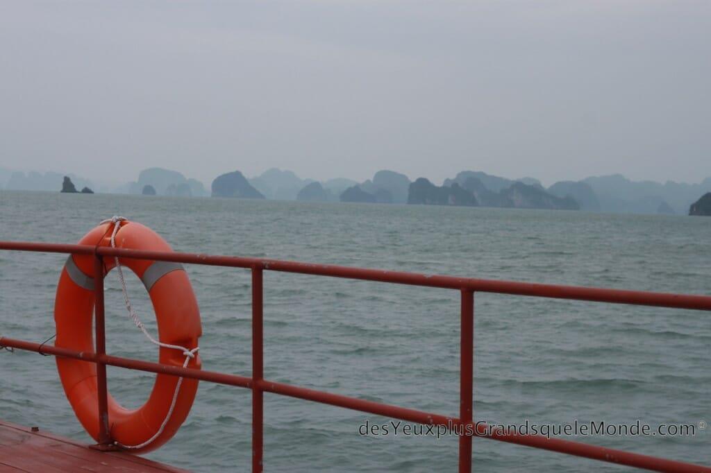 Baie d'Halong - Sur le pont du bateau pour Quan Lan