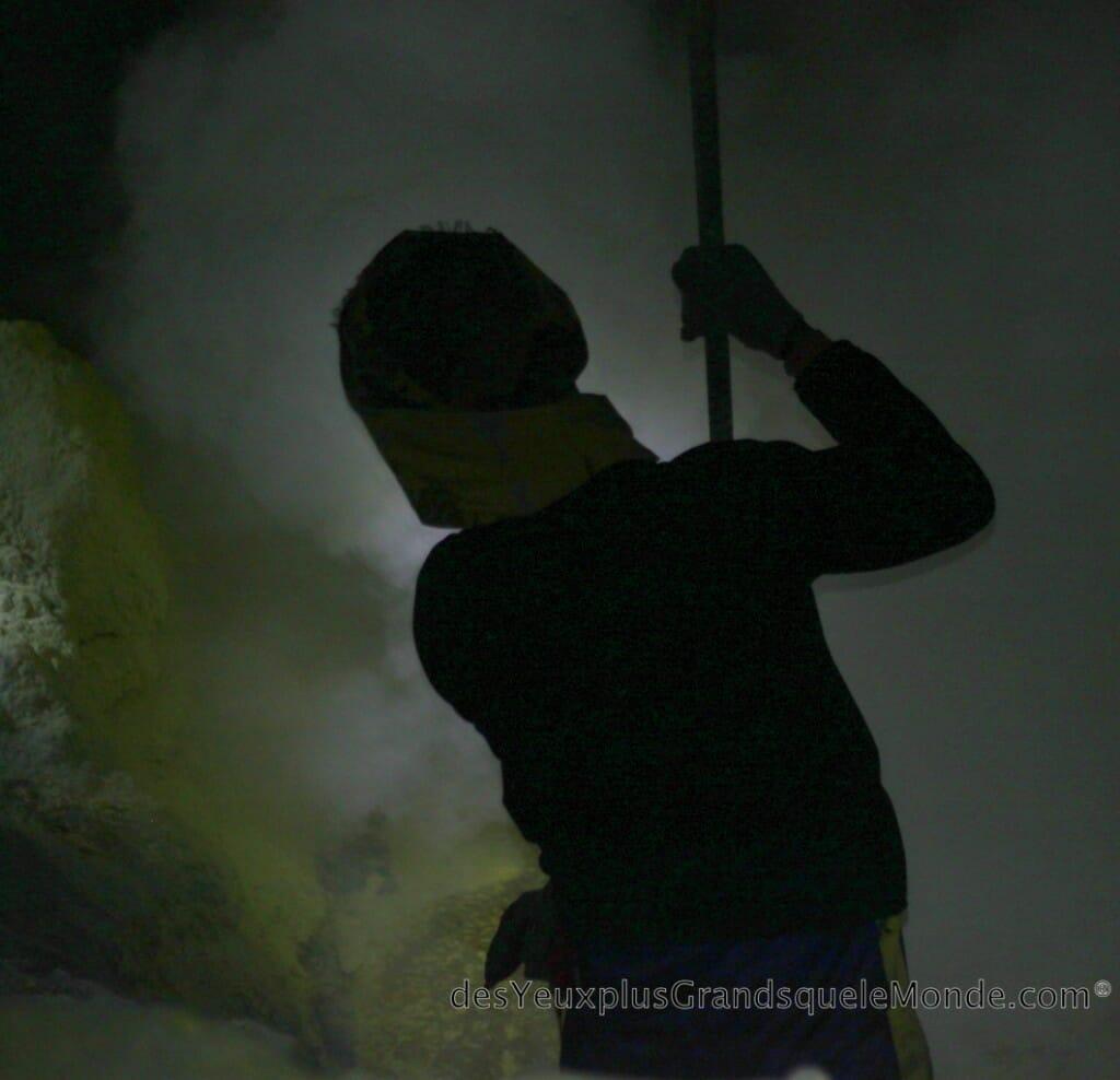 Trekking: ascension du Volcan Ijen à Java en Indonésie - Ces hommes du Volcan Ijen 1