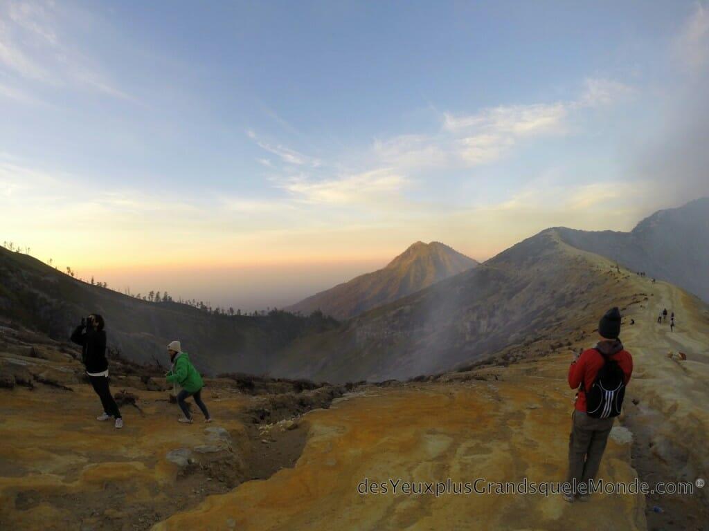 Ascension du Volcan Ijen à Java en Indonésie - Levé de soleil
