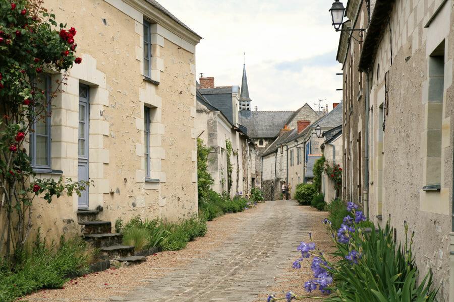 Un week-end en Anjou - Rue principale du Village de Behuard