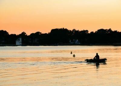 Barque dans le Golfe du Morbihan au coucher du soleil
