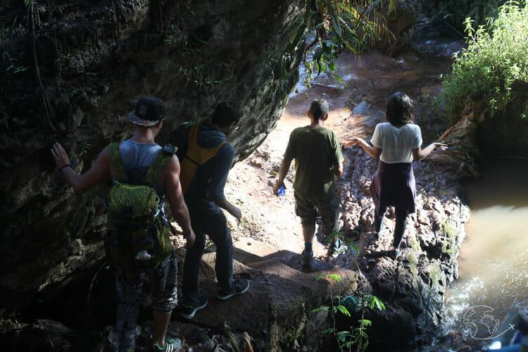 Que faire à Dalat ? Chemin pour descendre au pied de la cascade