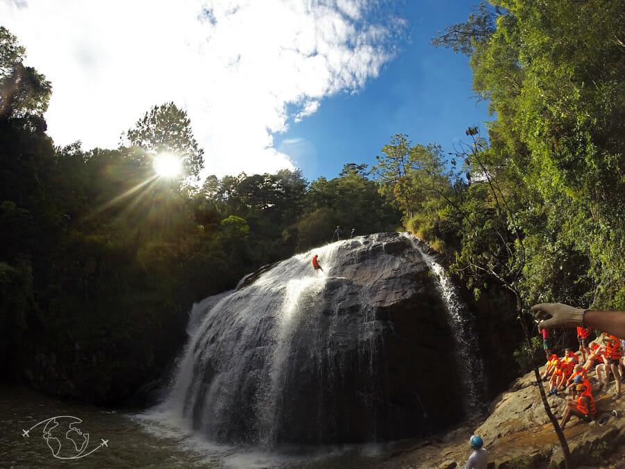 Dalat - Rappel de la cascade de 20 mètres en Canyoning