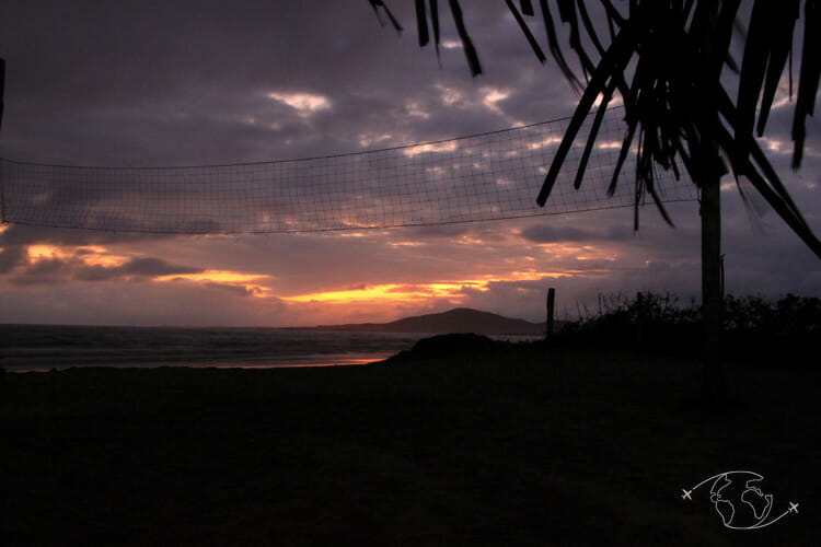 Visiter les Galapagos - Volleyball au coucher du soleil - Ile Isabela