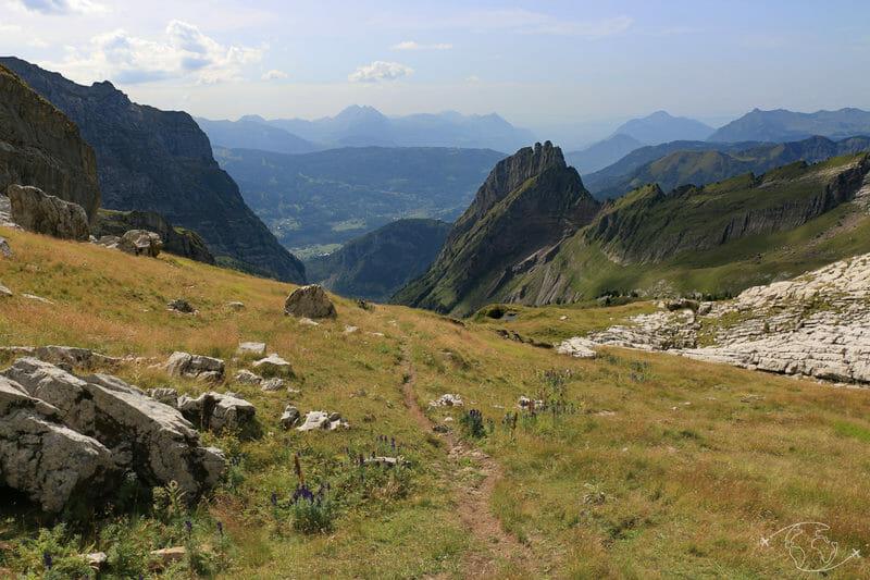 Tour des Dents Blanches - Sentier allant du Pas au Taureau vers le Refuge du Folly