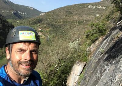 Escalade de falaise à Millau avec Antipodes