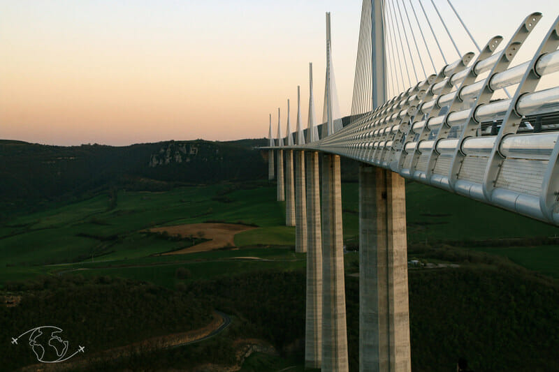 Viaduc de Millau au coucher de soleil
