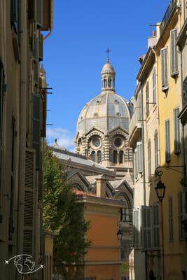 Que faire à Marseille - Vue de la cathédrale Ste-Marie-Majeure du quartier du Panier