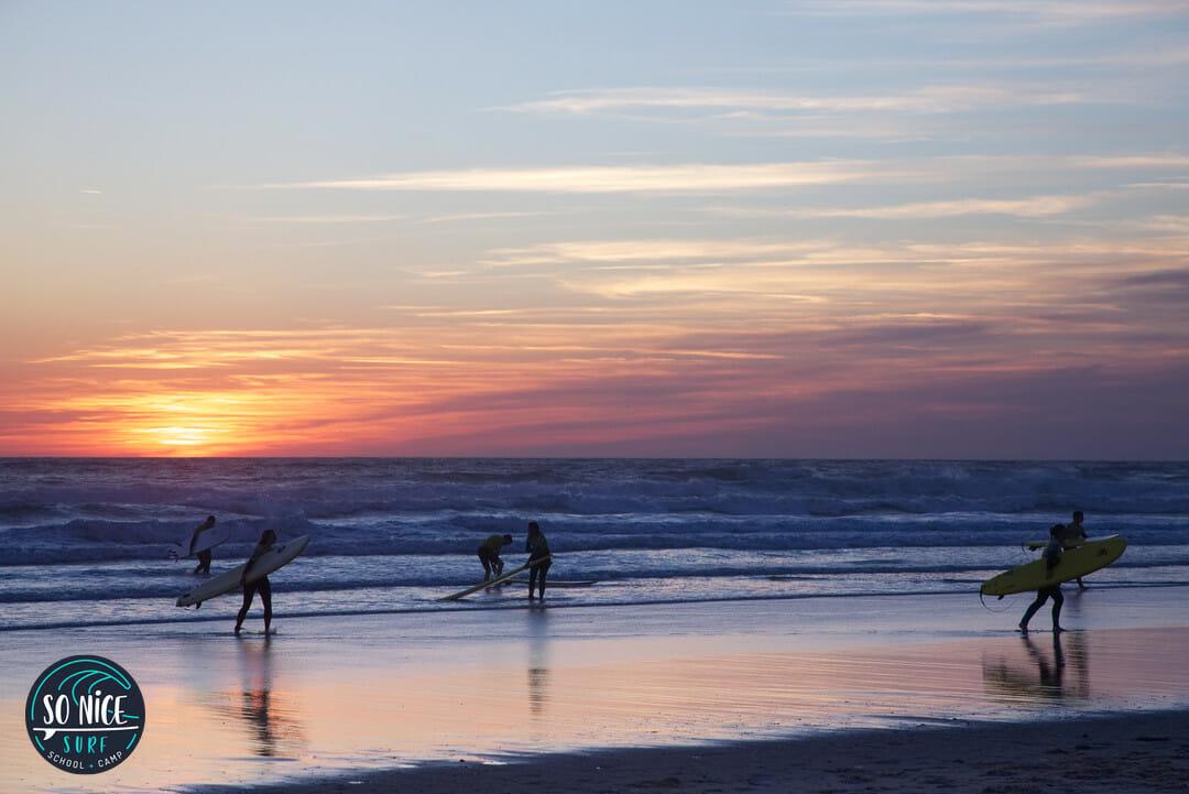 Ecole de surf - Surfing at sunset