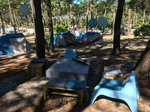 So Nice Surf Camp - Petit salon et hamacs - Ecole de surf