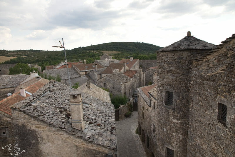 Randonnée Larzac - La Couvertoirade - autre vue des remparts