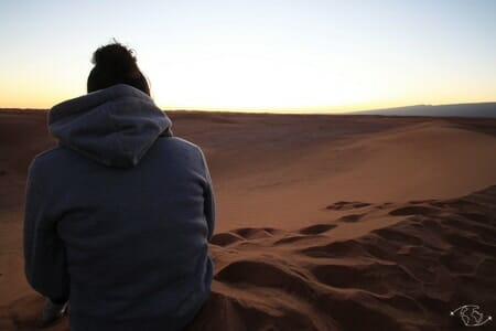 Coucher de soleil dans le désert du Sahara