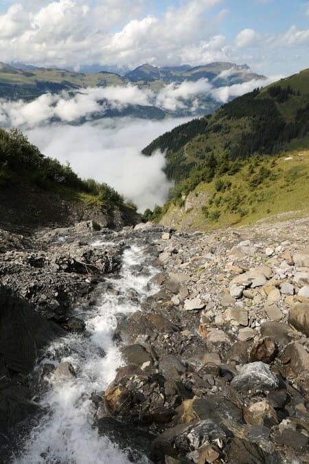 Randonnée suisse - Torrent près de la Cabane d'Anthème