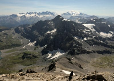vue sur le mont blanc au sommet de la haute cime - dents du midi
