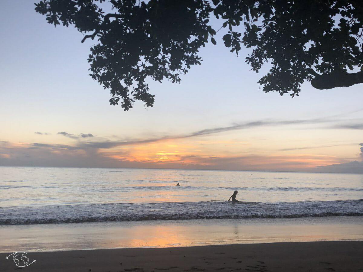 Coucher de soleil sur la plage de Sohoa