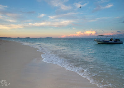 Visiter Mayotte - Coucher de soleil sur l'îlot de sable blanc avec Lagon Aventure
