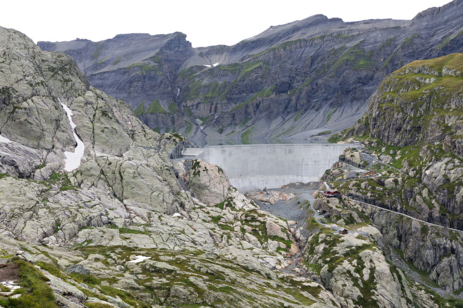 Cabane du Vieux Emosson et son barrage - Vallée du Trient