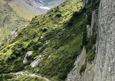 Sentier à flanc de falaise - Refuge du Glacier du Trient
