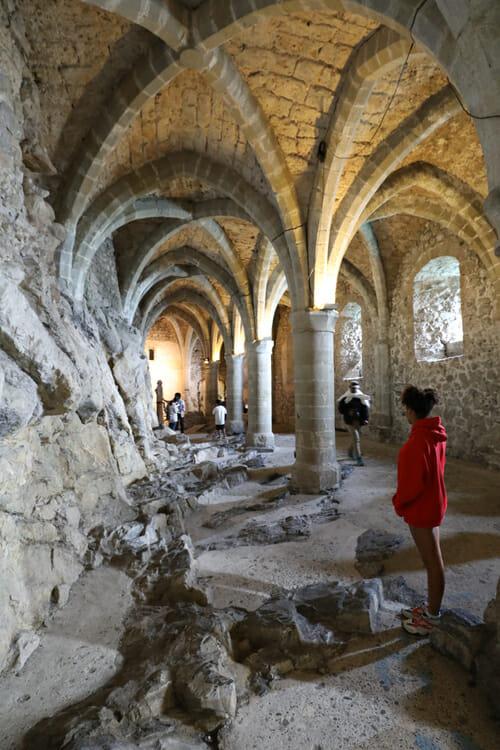Sous les arches du Château de Chillon