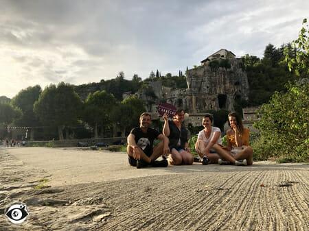 La belle équipe de blogueurs sur le pont de Labeaume
