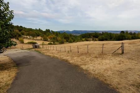 La vue à la sortie du village de Ailhon