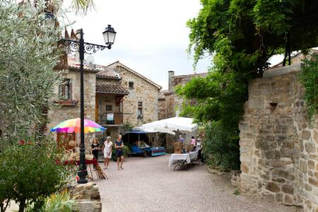Place du village de Vinezac - Ardèche