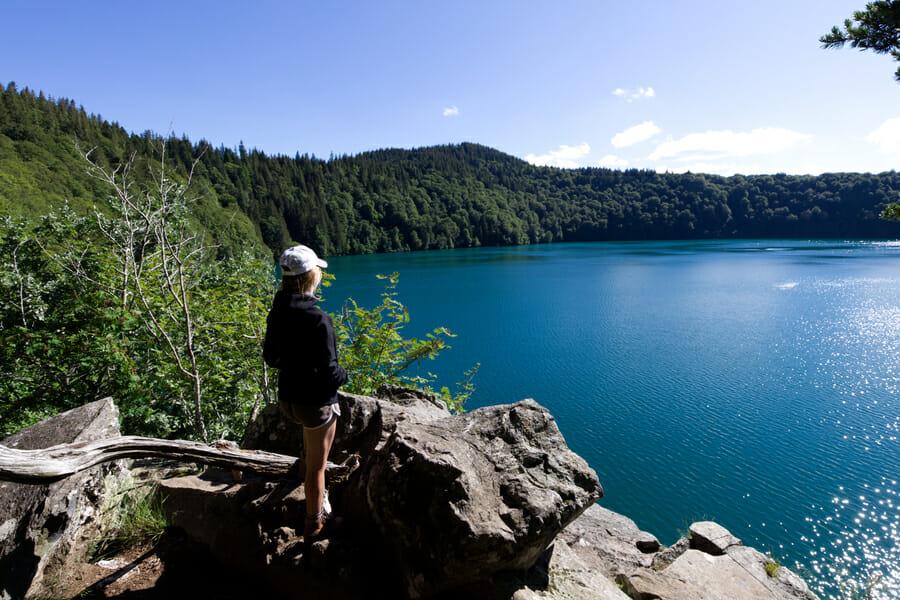 Chloé au Lac Pavin - Boucle du Sancy - Randonnée Puy de Dôme