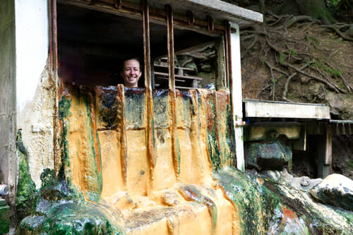 Chloé dans le bassin des thermes naturels - Boucle du Sancy