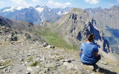Laura en randonnée dans les montagnes de Maurienne