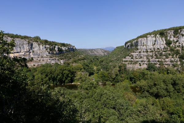 En haut des falaise du Cirque de Gens - Ardèche