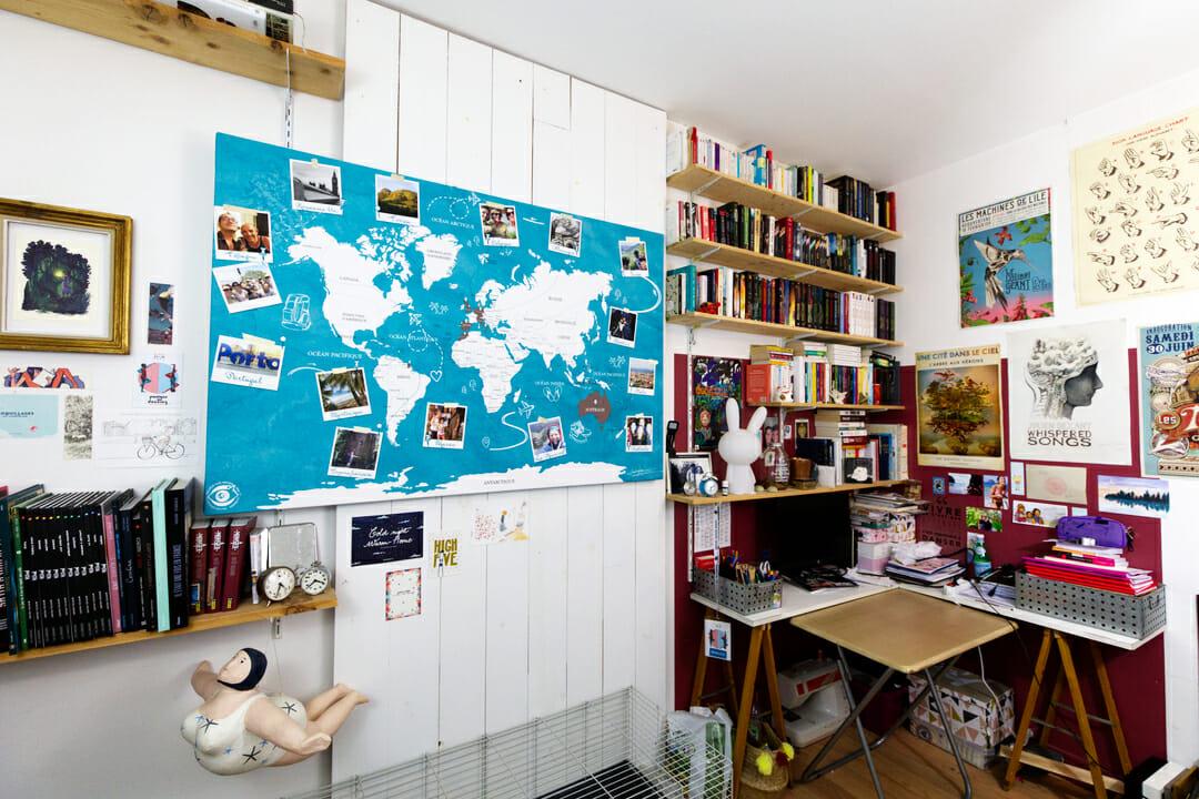 La carte du monde installée dans le bureau