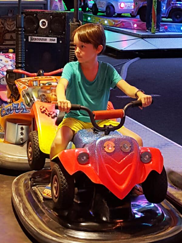 Lukas au parc d'attraction de Marseillan