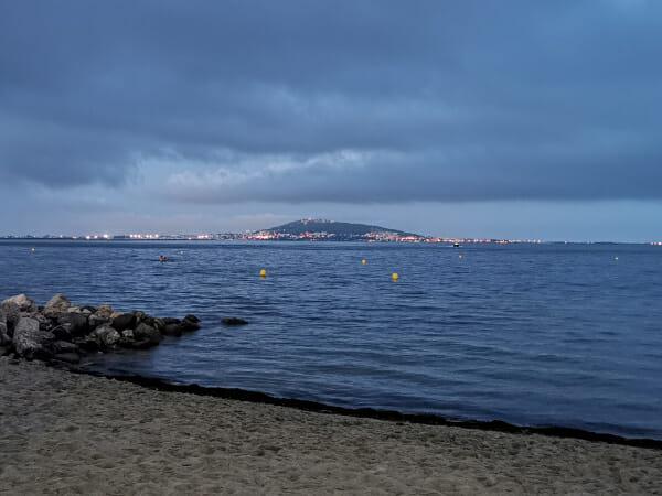 Vue sur Sète de la plage de la Paillote - Bassin de Thau